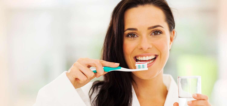 Cómo cepillarse los dientes (y otros consejos)